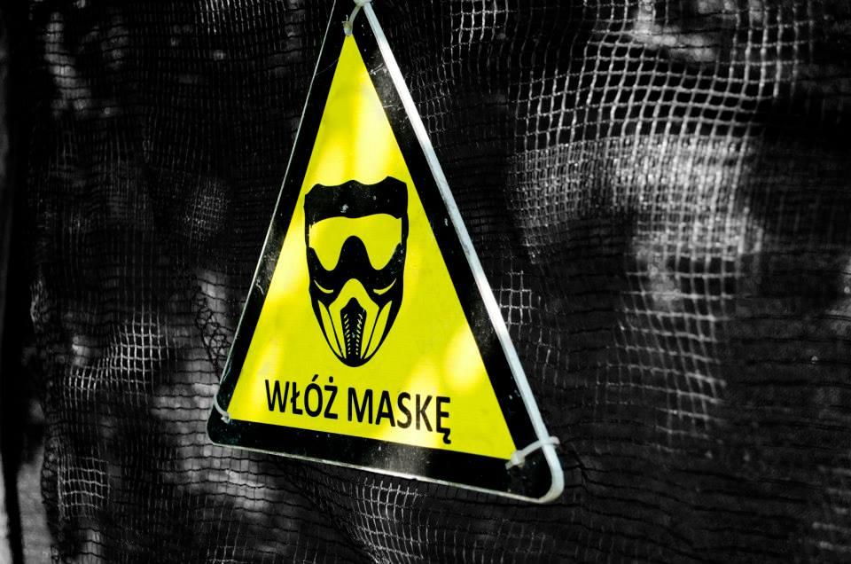 Uwaga wloz maske